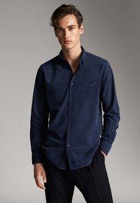 Massimo Dutti - MIT TASCHEN - Shirt - blue - 0