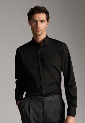 SLIM-FIT MIT OTTOMANSTRUKTUR - Zakelijk overhemd - black