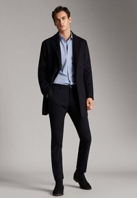 Massimo Dutti - GESTREIFTES SLIM-FIT-HEMD AUS BAUMWOLLE IN FISCHGRATBINDUNG 0013 - Skjorta - light blue - 1