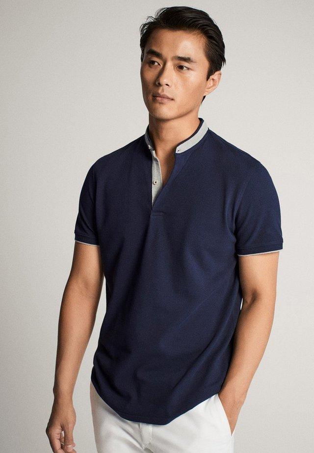 MIT MAOKRAGEN - T-shirt con stampa - blue-black denim