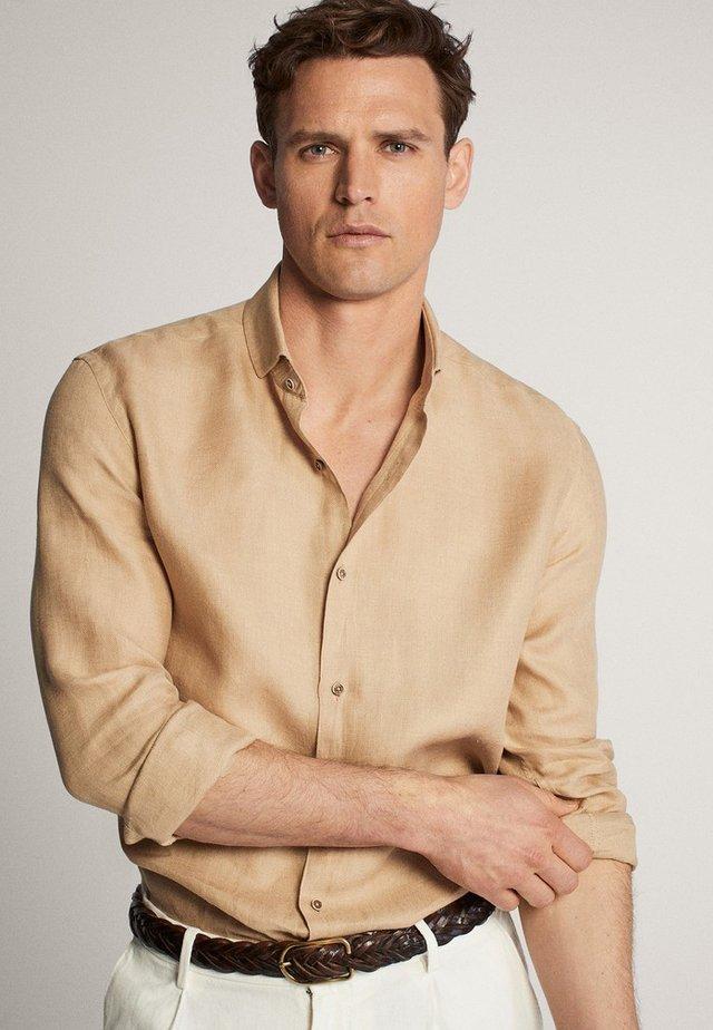 IM SLIM-FIT  - Camicia elegante - brown