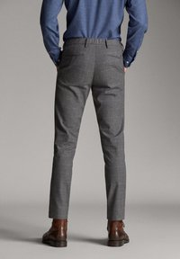 Massimo Dutti - MIT STRUKTURMUSTER - Trousers - dark grey - 2
