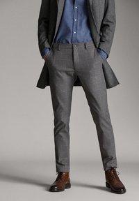 Massimo Dutti - MIT STRUKTURMUSTER - Trousers - dark grey - 4