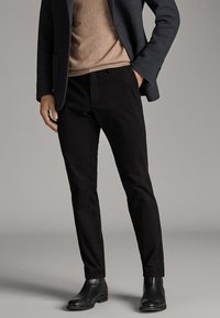 Massimo Dutti - CITY-SLIM-FIT - Chinosy - black - 0