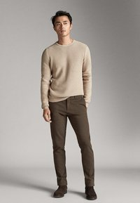 Massimo Dutti - SLIM-FIT-CHINOHOSE - Chinos - khaki - 3