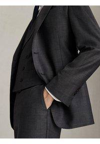 "Massimo Dutti - KARIERTE SLIM-FIT-HOSE AUS WOLLE ""SUPER 120"" 00063336 - Pantaloni eleganti - grey - 5"