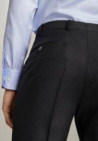 "Massimo Dutti - SLIM-FIT-HOSE MIT DONEGAL-STRUKTUR AUS WOLLE ""SUPER 130"" 0006033 - Pantaloni eleganti - dark grey - 6"