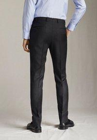 "Massimo Dutti - SLIM-FIT-HOSE MIT DONEGAL-STRUKTUR AUS WOLLE ""SUPER 130"" 0006033 - Pantaloni eleganti - dark grey - 2"