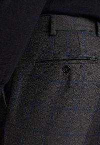 Massimo Dutti - SLIM-FIT-HOSE AUS REINEM WOLLFLANELL MIT KAROMUSTER 00071316 - Pantaloni - grey - 4