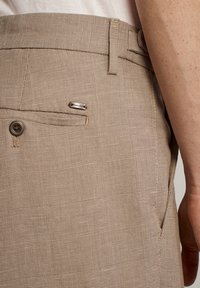Massimo Dutti - KARIERTE SLIM-FIT-HOSE IN FALSCHEM UNI - Pantalon de costume - brown - 5