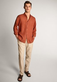 Massimo Dutti - SLIM-FIT - Spodnie materiałowe - beige - 1