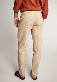 Massimo Dutti - SLIM-FIT - Spodnie materiałowe - beige - 2