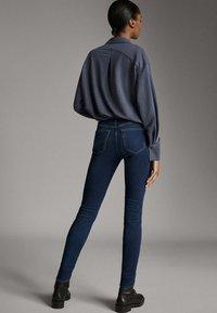 Massimo Dutti - MIT MITTELHOHEM BUND - Jeans Skinny - blue - 2