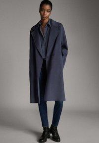 Massimo Dutti - MIT MITTELHOHEM BUND - Jeans Skinny - blue - 1
