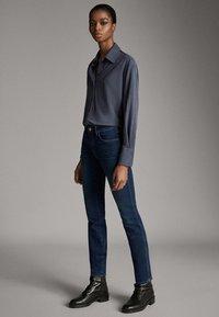 Massimo Dutti - MIT MITTELHOHEM BUND - Jeans Skinny - blue - 3