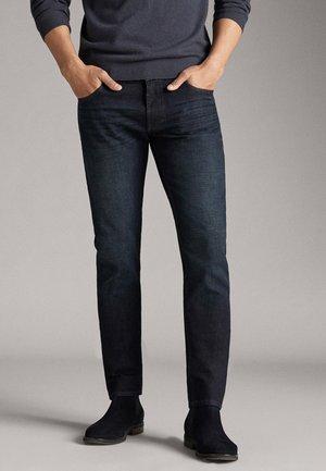 STONE-WASHED-JEANS IM SLIM-FIT MIT HARZBESCHICHTUNG 00049149 - Slim fit jeans - blue