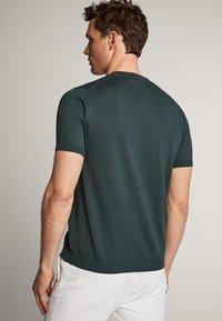 Massimo Dutti - IM CITY - Basic T-shirt - green - 2