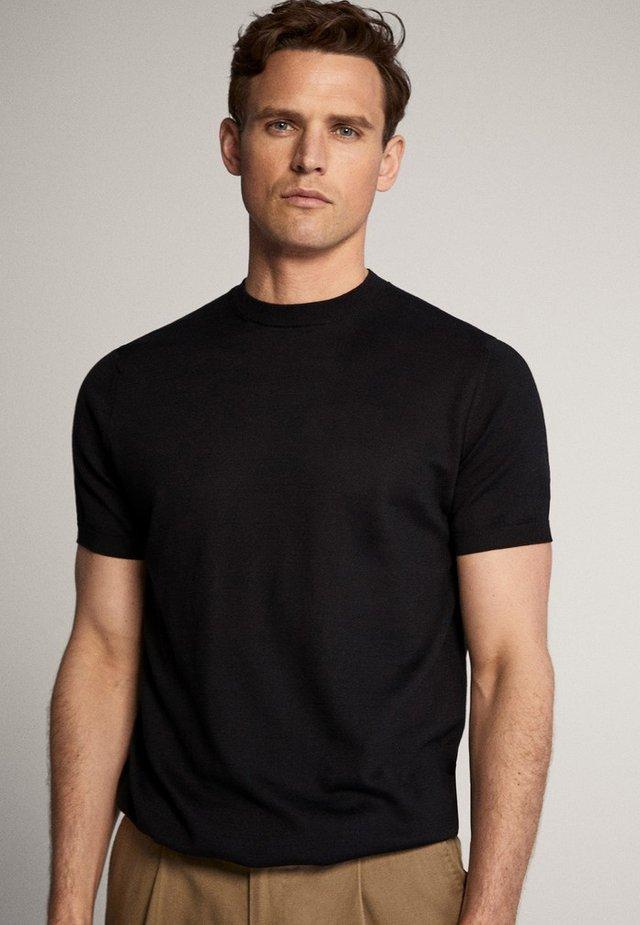 IM CITY - Basic T-shirt - black