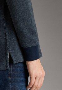 Massimo Dutti - MIT STRUKTURMUSTER  - Polo shirt - blue - 5