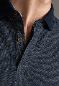 Massimo Dutti - MIT STRUKTURMUSTER  - Polo shirt - blue - 6