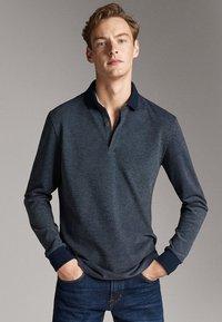 Massimo Dutti - MIT STRUKTURMUSTER  - Polo shirt - blue - 0
