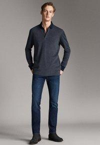 Massimo Dutti - MIT STRUKTURMUSTER  - Polo shirt - blue - 1