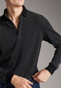 Massimo Dutti - MIT STRUKTURMUSTER  - Polo shirt - black - 3