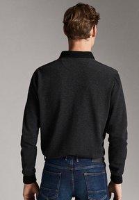 Massimo Dutti - MIT STRUKTURMUSTER  - Polo shirt - black - 1