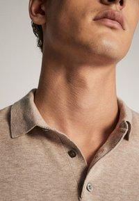 Massimo Dutti - BAUMWOLLPULLOVER IM POLO-STIL MIT RUNDAUSSCHNITT 00924453 - Polo shirt - beige - 6