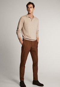 Massimo Dutti - BAUMWOLLPULLOVER IM POLO-STIL MIT RUNDAUSSCHNITT 00924453 - Polo shirt - beige - 1
