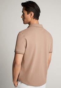 Massimo Dutti - MIT DOPPELKRAGEN - Polo shirt - light grey - 2