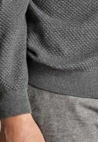 Massimo Dutti - CARDIGAN AUS BAUMWOLLE UND KASCHMIR MIT REISSVERSCHLUSS 00978330 - Cardigan - grey - 5