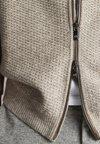 Massimo Dutti - MIT ELLBOGENSCHONERN - Cardigan - beige