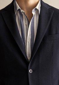 Massimo Dutti - MIT STRUKTURMUSTER  - Blazer jacket - dark blue - 4