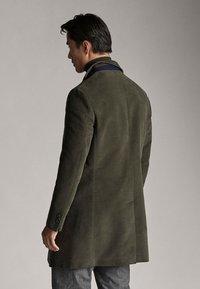 Massimo Dutti - MIT ABNEHMBAREM TEIL - Short coat - green - 1