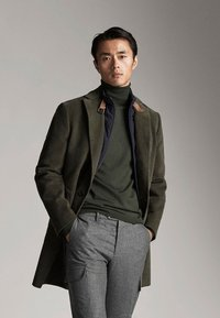 Massimo Dutti - MIT ABNEHMBAREM TEIL - Short coat - green - 0