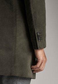 Massimo Dutti - MIT ABNEHMBAREM TEIL - Short coat - green - 6