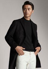 Massimo Dutti - Krótki płaszcz - black - 0