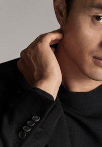 Massimo Dutti - Krótki płaszcz - black - 4