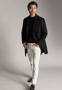 Massimo Dutti - Krótki płaszcz - black - 1