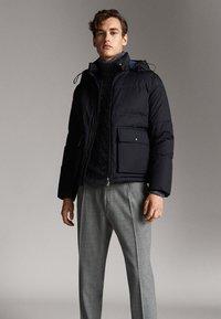 Massimo Dutti - Gewatteerde jas - dark blue - 3