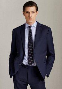 Massimo Dutti - MARINEBLAUER SLIM-FIT-BLAZER AUS WOLLE MIT STRUKTURMUSTER 020043 - Suit jacket - blue - 0