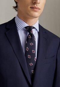 Massimo Dutti - MARINEBLAUER SLIM-FIT-BLAZER AUS WOLLE MIT STRUKTURMUSTER 020043 - Suit jacket - blue - 2