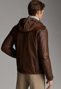 Massimo Dutti - JACKE AUS NAPPALEDER MIT KAPUZE 03324234 - Veste en cuir - brown - 2