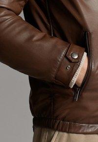 Massimo Dutti - JACKE AUS NAPPALEDER MIT KAPUZE 03324234 - Veste en cuir - brown - 5
