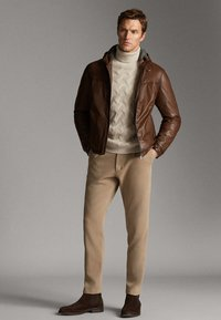 Massimo Dutti - JACKE AUS NAPPALEDER MIT KAPUZE 03324234 - Veste en cuir - brown - 1