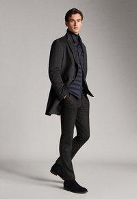 Massimo Dutti - GESTEPPTE DAUNENJACKE EXTRA LIGHT 03434195 - Down jacket - blue - 1