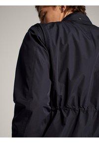 Massimo Dutti - MARINEBLAUE FUNKTIONSJACKE MIT TASCHEN 03440199 - Parka - blue-black denim - 3