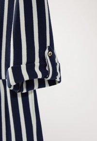 Massimo Dutti - GESTREIFTES KLEID AUS BAUMWOLLE IN MARINEBLAU 06618134 - Day dress - blue-black denim - 6