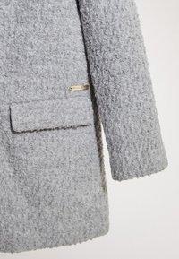 Massimo Dutti - MIT BOUCLÉ-STRUKTUR - Short coat - dark grey - 4